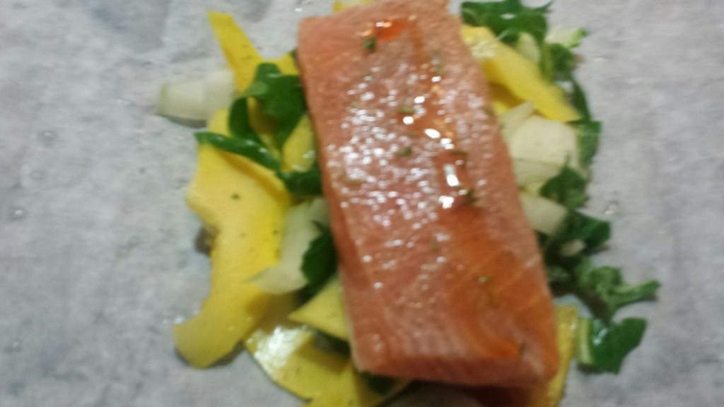 saumon-en-papilotte-lit-de-légumes
