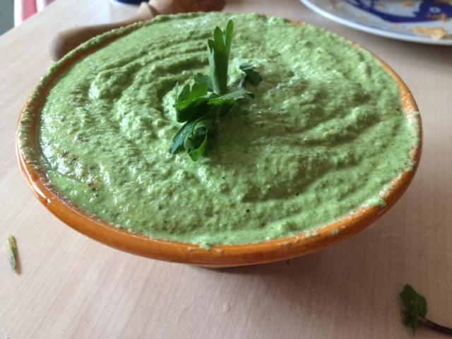 guacamole-courgette-persil-amandes-menthe-amamp49